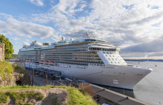 Διαφάνεια 19 από 24: OSLO, NORWAY - MAY 13, 2016: Cruise liner Regal princess is docked in Oslo, Norway.