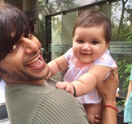 Karanvir Bohra to Karan Mehra: Doting dads of TV who are on diaper