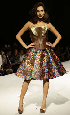 Slide 9 de 21: A model displays a chocolate dress at the Salon Du Chocolat 2016 fashion show in Beirut on November 17, 2016.