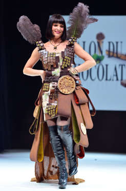 Slide 11 de 21: French journalist and television host Erica Moulet presents a dress made of chocolate on October 30, 2012 in Paris, during a fashion show for the inauguration of Paris international chocolate fair.