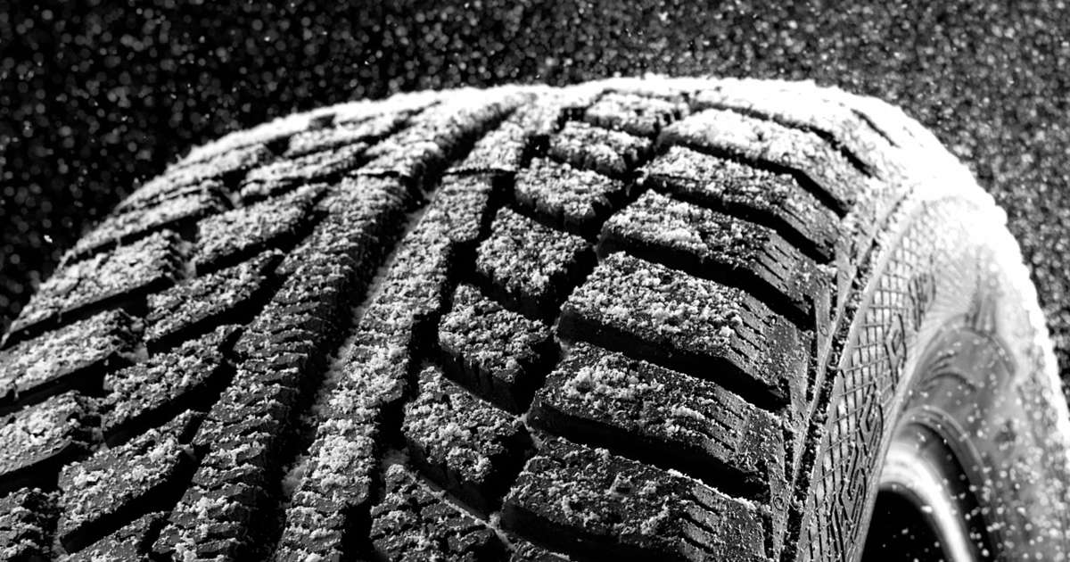 winter snow tires vs all season tires how they compare. Black Bedroom Furniture Sets. Home Design Ideas