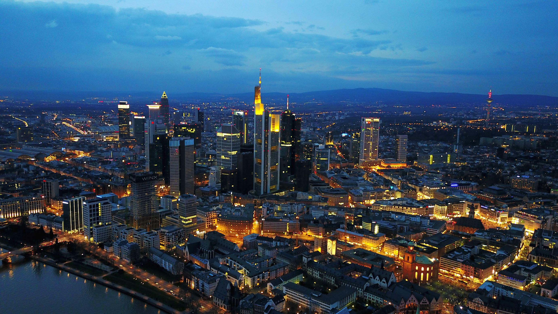 Slide 92 of 100: Frankfurt/Main Skyline