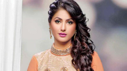Hina hits back at jewellery brand