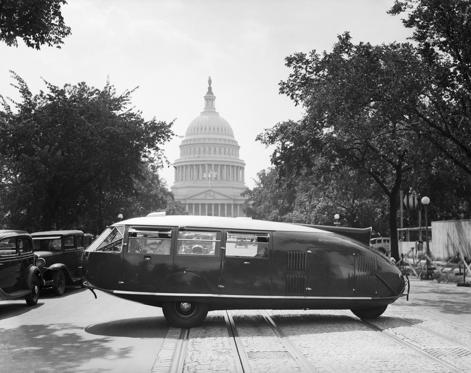 16 枚のスライドの 1 枚目: One of a few Dymaxion automobiles designed by Buckminster Fuller belonging to Leopold Stokowski, conductor of the Philadelphia Orchestra.