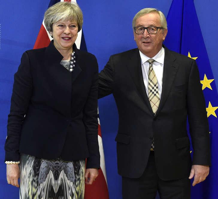 Jean-Claude Juncker meets Theresa May on December 4, 2017 in Brussels