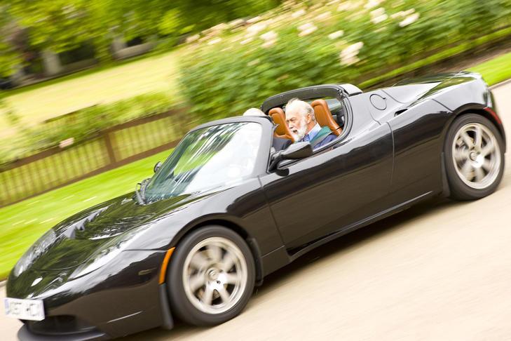 Tesla Roadster makes Royal Visit to Kensington Palace