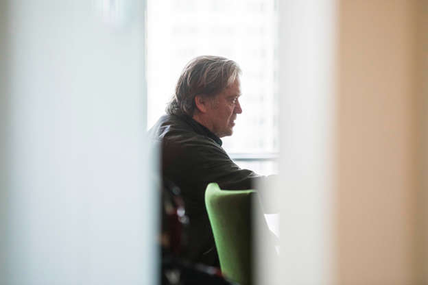 Steve Bannon to Step Down From Breitbart Post