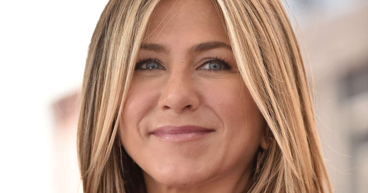 Jennifer aniston spotted without her ring at courteney cox for Cox at home