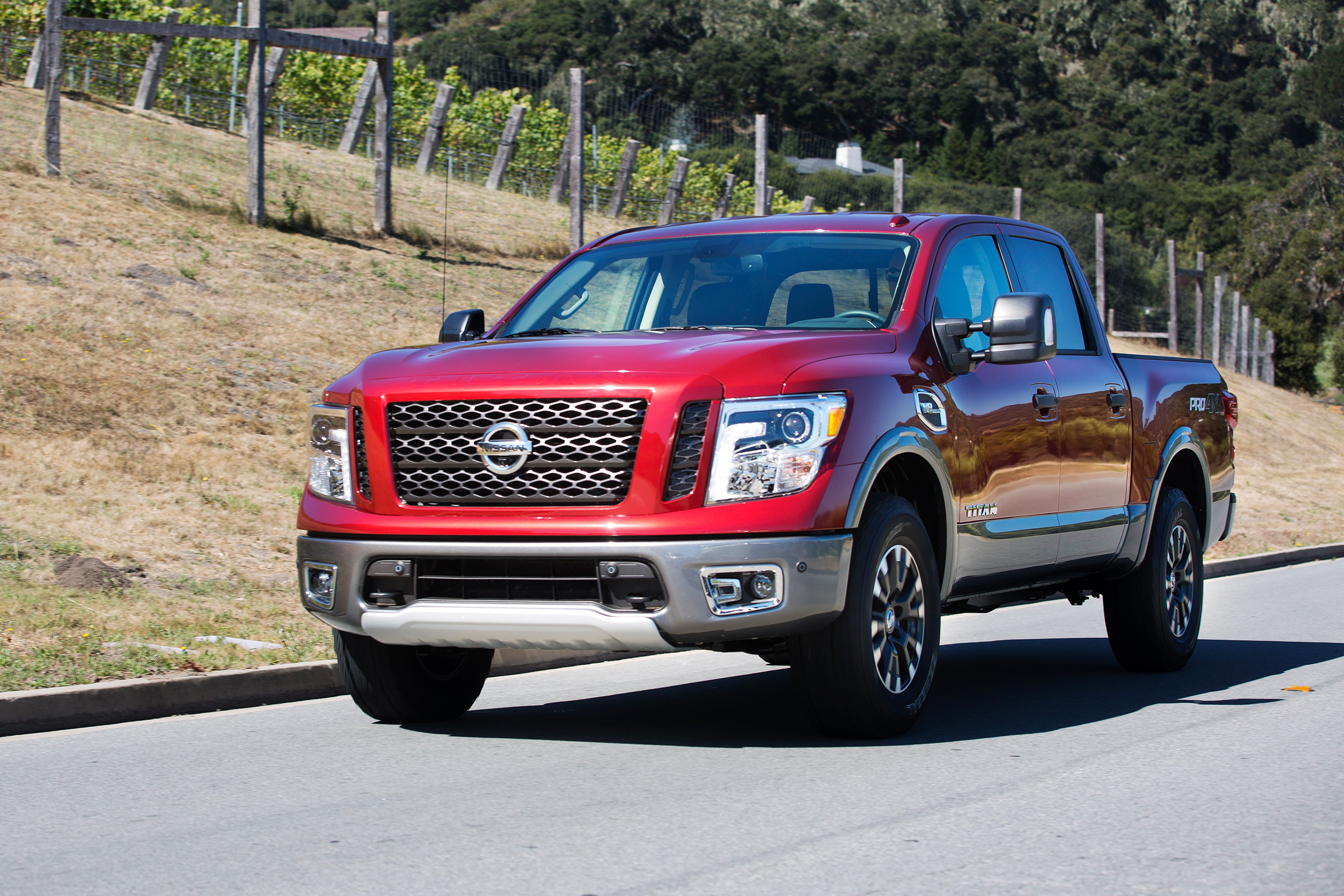 2018 nissan titan pro 4x 4x4 swb king cab pricing msn autos. Black Bedroom Furniture Sets. Home Design Ideas