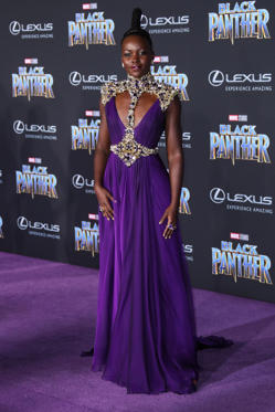 Slide 10 de 61: hit – Lupita looks powerful in this outfit. The dress itself is very flattering, and the purple compliments her skin tone wonderfully. The shoulder pads add a fierce edge to the outfit which I love.