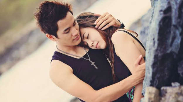6 types of hugs and what they mean
