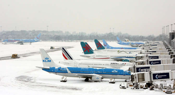 Snow halts flights at Airport