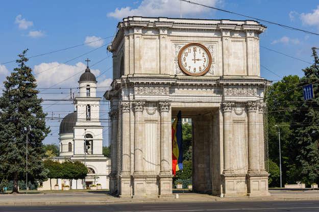Διαφάνεια 8 από 51: Triumphal Arch at Great National Assembly Square, Chisinau, Moldova