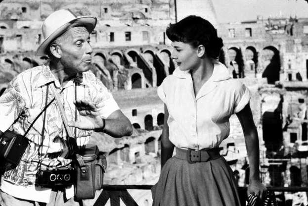 Διαφάνεια 27 από 28: FILM STILLS OF 'ROMAN HOLIDAY' WITH 1953, AUDREY HEPBURN, ITALY ROME, TOURIST, CHATTER BOX, RAVING ON, BADGERING, CAMERA, HAT, DISTRICT VIEWS, VIEW, ROME, ITALY, LEANING, PATIENT IN 1953 WHITE SHIRT