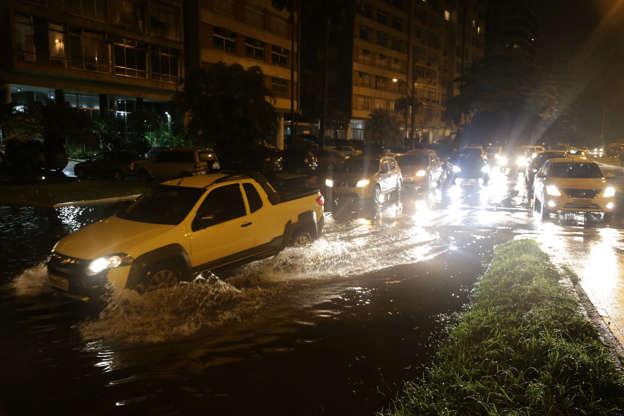 Chuva leva Rio a entrar em estado de atenção