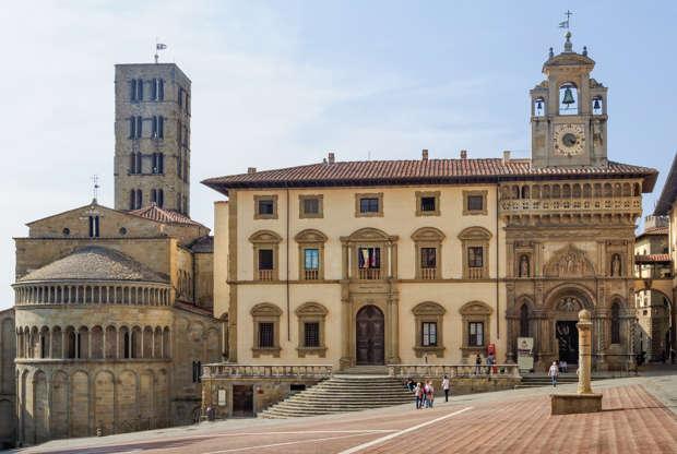 Διαφάνεια 16 από 28: CAPTION: Pieve di Santa Maria and Fraternita Palace on Piazza Grande - Arezzo, Italy, 24 September 2011