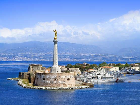 Διαφάνεια 20 από 28: CAPTION: MESSINA, SICILY, ITALY - MAY 05, 2011: View of the Messina's port with the gold Madonna della Lettera statue