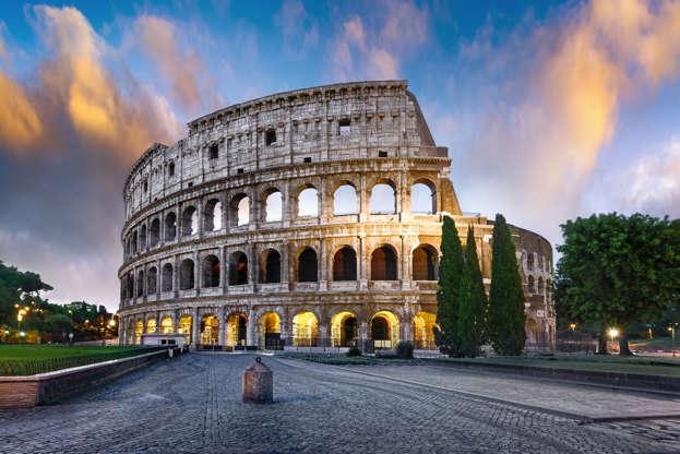 Διαφάνεια 28 από 28: CAPTION: Colosseum in Rome at sunset with lights, Italy