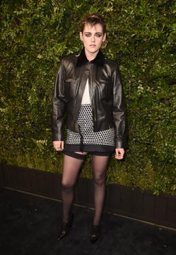 Slide 44 de 49: BEVERLY HILLS, CA - MARCH 03: CHANEL Ambassador Kristen Stewart, wearing CHANEL, attends Charles Finch and Chanel Pre-Oscar Awards Dinner at Madeo in Beverly Hills on March 3, 2018 in Beverly Hills, California.  (Photo by Alberto E. Rodriguez/Getty Images)