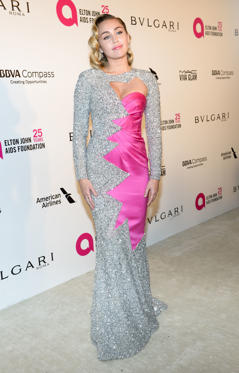 Slide 39 de 49: Actress/singer Miley Cyrus attends the Elton John AIDS Foundation 26th Annual Academy Awards Viewing Party on March 4, 2018 at  West Hollywood Park, California. / AFP PHOTO / TARA ZIEMBA        (Photo credit should read TARA ZIEMBA/AFP/Getty Images)