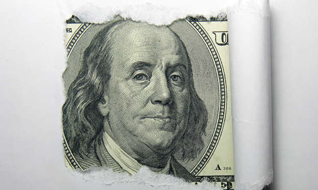 Diapositiva 1 de 31: You probably know the $100 bill is the largest note currently produced by the U.S. Department of the Treasury. You're also likely aware of which Founding Father is on the $100 bill — politician and inventor Benjamin Franklin. There's a lot more history behind this bill, however.The $100 bill is more than just a way to pay for bigger purchases — it contains a great deal of fascinating American history. Take a few minutes to discover these interesting facts about your money.