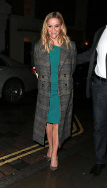 Slide 30 de 49: LONDON, ENGLAND - MARCH 12:  Reese Witherspoon seen on a night out at Chiltern Firehouse after appearing on The One Show on March 12, 2018 in London, England.  (Photo by Ricky Vigil/GC Images)