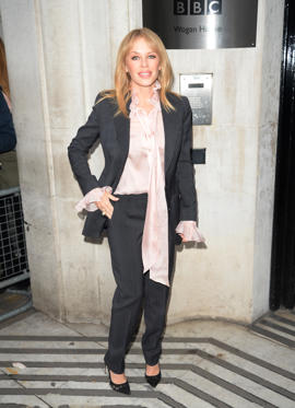 Slide 25 de 49: LONDON, UNITED KINGDOM - MARCH 09: Kylie Minogue seen at BBC Radio 2 on March 9, 2018 in London, England.  PHOTOGRAPH BY Anthony Oudot / Barcroft Images (Photo credit should read Anthony Oudot / Barcroft Images / Barcroft Media via Getty Images)