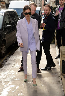 Slide 32 de 49: LONDON, UNITED KINGDOM - MARCH 08: Victoria Beckham arrives at her shop in Dover Street on March 08, 2018 in London, England.  PHOTOGRAPH BY Barcroft Images (Photo credit should read Barcroft Images / Barcroft Media via Getty Images)