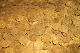 Real-life pot o' gold discovered, dates back to 15th century