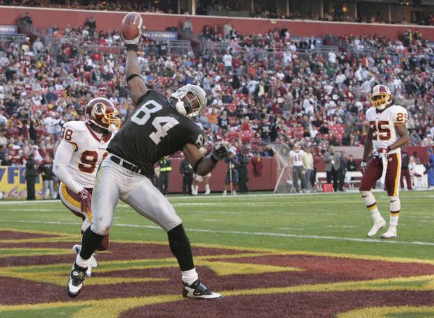 UNITED STATES - NOVEMBER 20  Oakland Raider wide receiver Jerry Porter  celebrates in front of 3f22c33e8