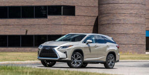 Interior and Passenger Space: Learn more about the 2018 Lexus RX - Article. Read a review and see pictures of the 2018 Lexus RX at Car and Driver.