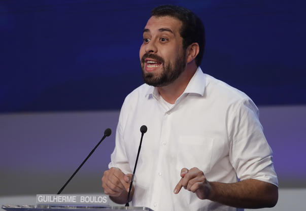 Slide 18 de 18: Guilherme Boulos, who is running for president with the Socialism and Liberty Party, speaks during a presidential debate in Sao Paulo, Brazil, Thursday, Aug. 9, 2018. Brazil will hold general elections on Oct. 7. (AP Photo/Andre Penner)
