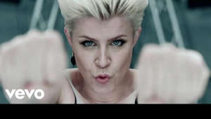 Follow & Hear More From Robyn : https://rbn.lnk.to/FollowYD   Music video by Robyn performing Dancing On My Own. (C) 2010 Konichiwa / Cherrytree / Interscope Records Buy the HBO Girls' soundtrack now featuring Robyn!  http://smarturl.it/girlssoundtrackdlx