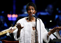 Aretha Franklin performs during the commemoration of the Elton John AIDS Foundation 25th year fall gala at the Cathedral of St. John the Divine in New York City, in New York, U.S. November 7, 2017. REUTERS/Shannon Stapleton