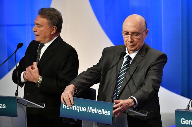 Slide 4 de 20: Álvaro Dias e Henrique Meirelles durante debate na RedeTV!