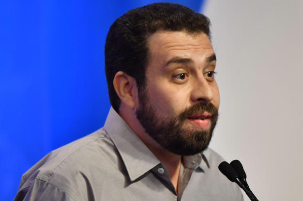 Slide 7 de 20: Guilherme Boulos apresenta suas propostas no início de debate