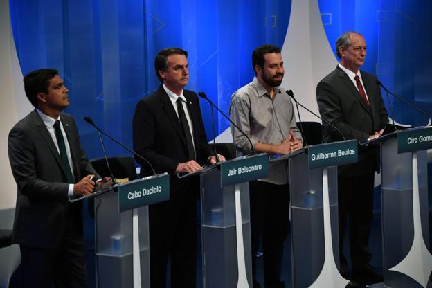 Slide 11 de 20: Da esquerda para a direita: Cabo Daciolo, Jair Bolsonaro, Guilherme Boulos e Ciro Gomes