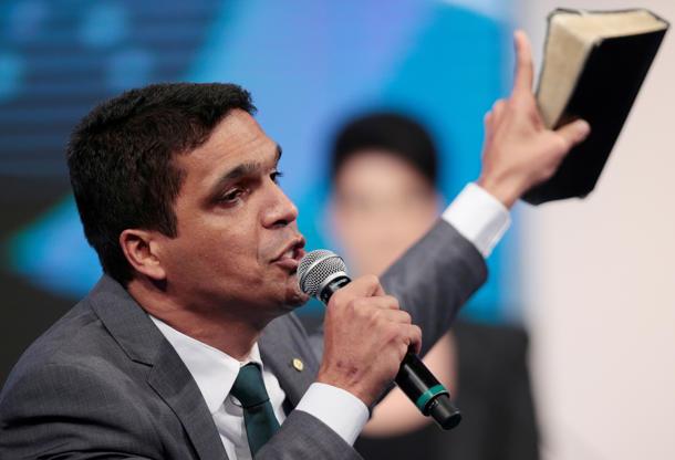 Slide 6 de 20: Cabo Daciolo faz discurso em prol da família tradicional brasileira durante debate na RedeTV!