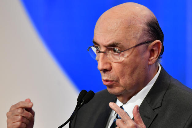 Slide 15 de 20: Brazilian presidential candidate Henrique Meirelles (MDB), speaks during the second presidential debate ahead of the October 7 general election, at Rede TV television network in Sao Paulo, Brazil, on August 17, 2018. (Photo by NELSON ALMEIDA / AFP)        (Photo credit should read NELSON ALMEIDA/AFP/Getty Images)