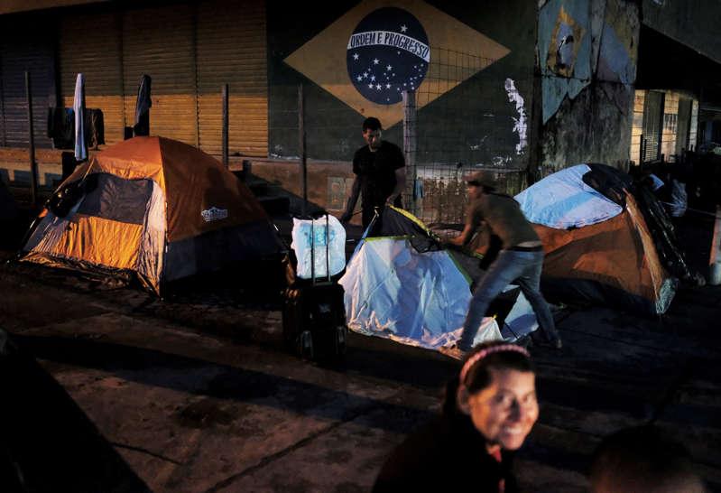 Brasileiros expulsam venzuelanos na fronteira
