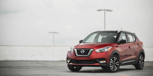 Exterior Design and Dimensions: The Nissan Kicks's expressive styling is further augmented by customizable colors and accessories such as mirror caps, wheel inserts, and a rear spoiler.