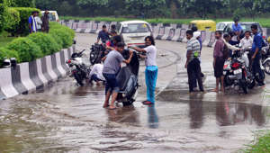 As heavy rain pounds Delhi, waterlogging hits traffic