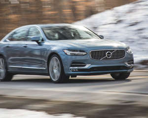 2018 Volvo S90 T6 Inscription AWD offers an alternative take on the luxury sedan, one that stands apart from the German competition.