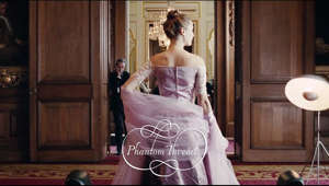Watch the official trailer for Paul Thomas Anderson's #PhantomThread, starring Daniel Day-Lewis. In select theaters this Christmas.  Set in the glamour of 1950's post-war London, renowned dressmaker Reynolds Woodcock (Daniel Day-Lewis) and his sister Cyril (Lesley Manville) are at the center of British fashion, dressing royalty, movie stars, heiresses, socialites, debutants and dames with the distinct style of The House of Woodcock.  Women come and go through Woodcock's life, providing the confirmed bachelor with inspiration and companionship, until he comes across a young, strong-willed woman, Alma (Vicky Krieps), who soon becomes a fixture in his life as his muse and lover. Once controlled and planned, he finds his carefully tailored life disrupted by love.  With his latest film, Paul Thomas Anderson paints an illuminating portrait both of an artist on a creative journey, and the women who keep his world running. Phantom Thread is Paul Thomas Anderson's eighth movie, and his second collaboration with Daniel Day-Lewis.  http://www.PhantomThread.com https://www.facebook.com/PhantomThread https://twitter.com/Phantom_Thread https://www.instagram.com/phantomthread