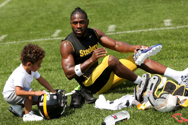 09a83044f58fe VIDEO: Antonio Brown has a son named Autonomy who is tough to tackle