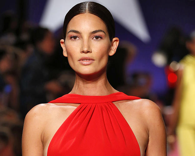 Supermodel Lily Aldridge Walksndon Maxwells Runway Show While Five Months Pregnant
