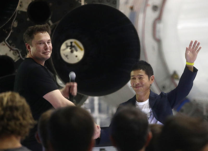 HAWTHORNE, CA - SEPTEMBER 17:  SpaceX CEO Elon Musk (L) shakes hands with Yusaka Maezawa, the Japanese billionaire chosen by the company to fly around the moon, on September 17, 2018 in Hawthorne, California. If the project is successful, Maezawa would become the first private citizen to fly around the moon.