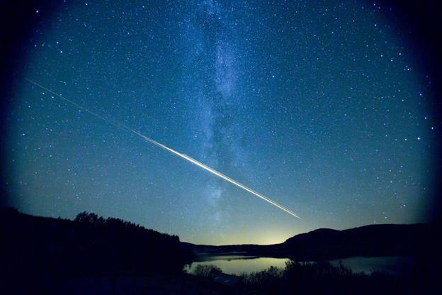 Slide 2 de 15: Meteor above the Galloway Forest Park 21 Sep 2012