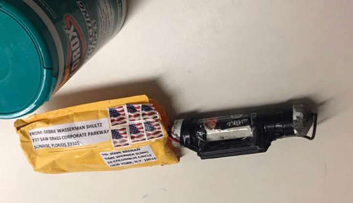 Pipe Bombs Sent to Hillary Clinton, Barack Obama and CNN Offices   By WILLIAM K. RASHBAUM 1 day ago   Mail attacks: Am BBORJdh