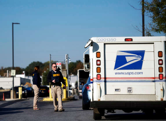 Pipe Bombs Sent to Hillary Clinton, Barack Obama and CNN Offices   By WILLIAM K. RASHBAUM 1 day ago   Mail attacks: Am BBOSKyF